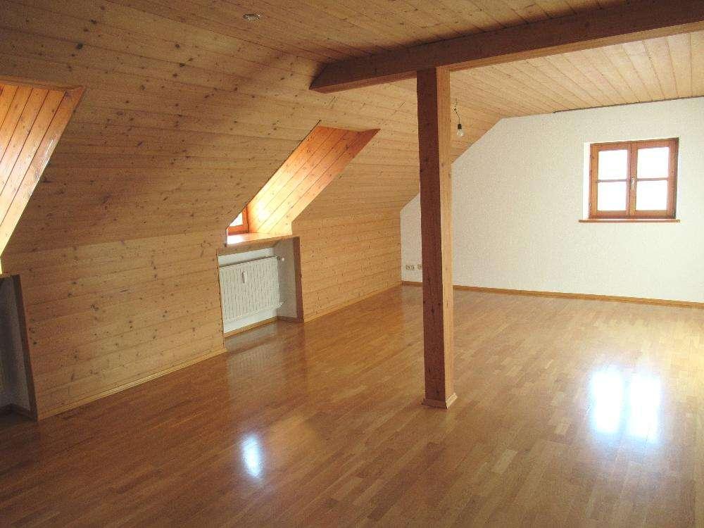 Ch.Schülke Immob.- Schöne 3- Zimmer-DG-Whg. in ruhiger Lage, mit moderner EBK in