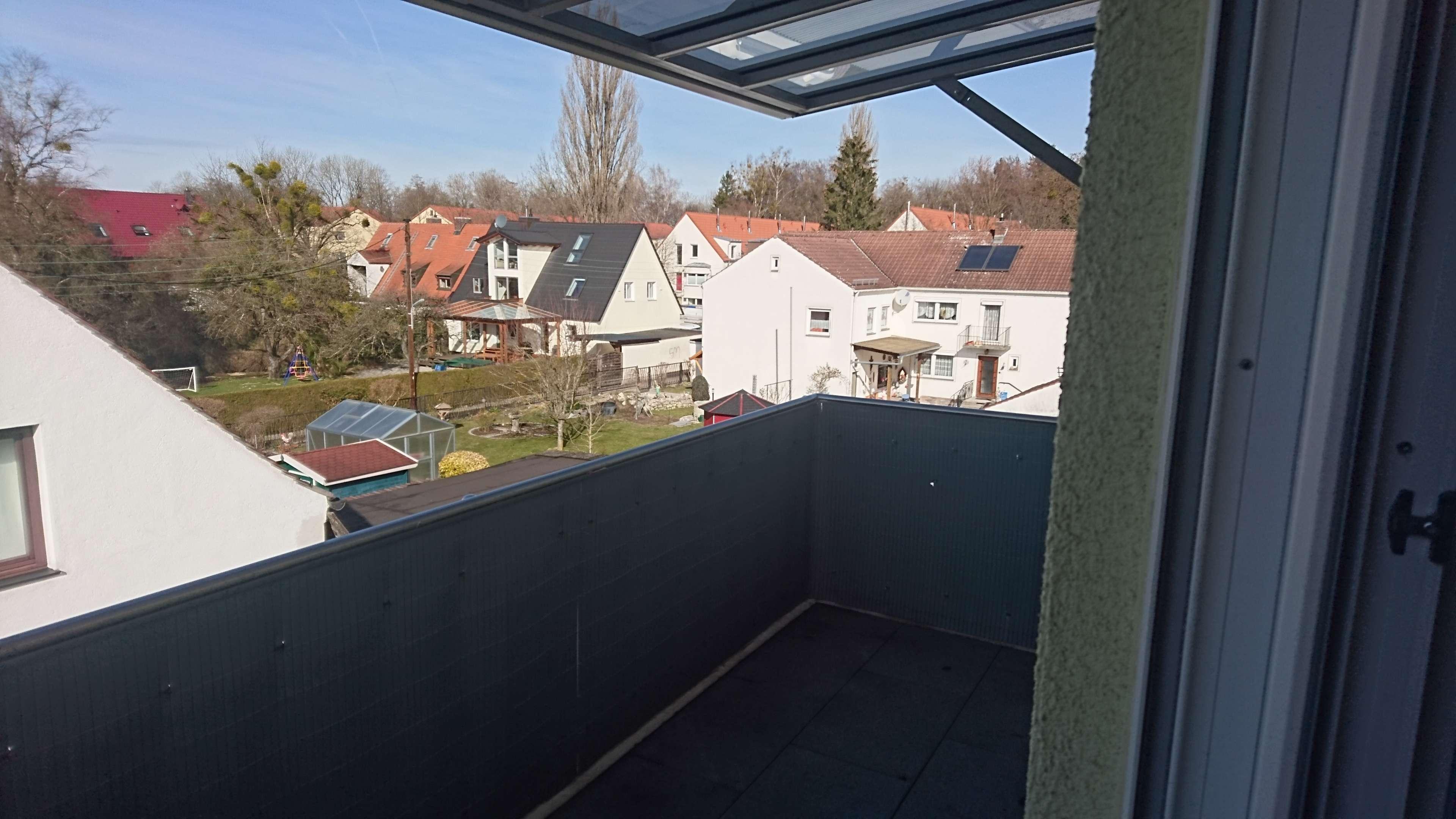Sehr schöne 3-Zimmer-DG-Wohnung 83 m² W/Nfl. mit Balkon und EBK in Allach, München in Allach (München)