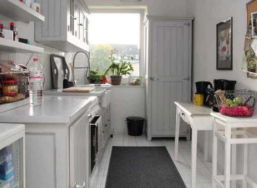 Stilvolle, gepflegte 2-Zimmer-Wohnung mit Balkon und Einbauküche in Frankfurt am Main