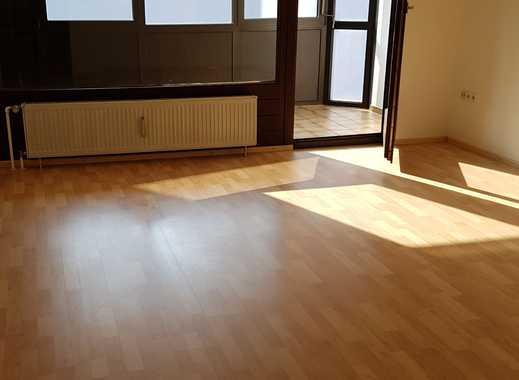 Großzügige 2-Zimmer-Wohnung mit Wintergarten und Stellplatz in ruhiger Wohnlage Nähe Bahnhof Süd