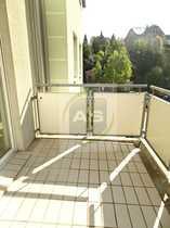 Sonnige Balkonwohnung mit Außenjalousien