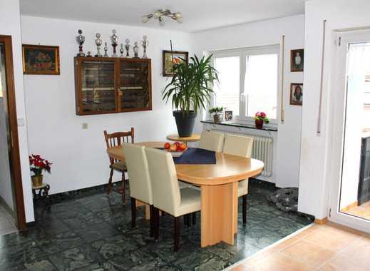 Mitten im Städtle - tolle 4-Zimmer-Wohnung mit zwei Balkonen und Stellplätzen!