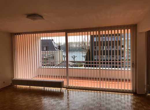 Vollständig renovierte 3-Zimmer-Terrassenwohnung mit und EBK in Weiß, Köln