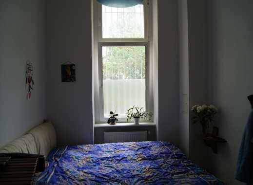 Nice cozy Altbau room in Moabit, less than 1 minute from U-bahn, 17sqm