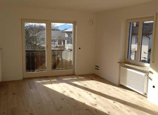 Erstbezug nach Sanierung: freundliche 2-Zimmer-Wohnung mit Balkon in Chieming