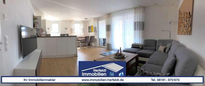 Schicke, neuwertige 4-Zimmer-Wohnung mit Balkon in ruhiger Parklage in