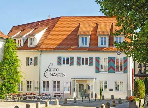 Hell, renoviert und zentral: 2,5-Zi.-Whg. mit Balkon und Einbauküche im Herzen von Laupheim (1.OG)