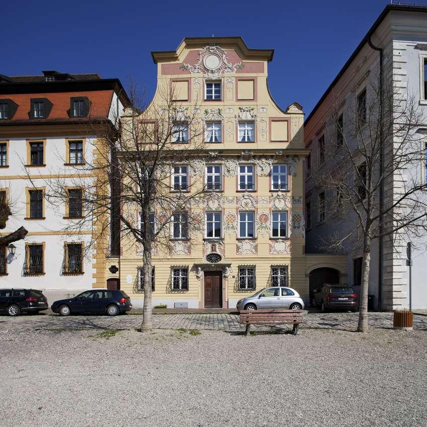 4 Zimmer Wohnung im wunderschönen, neu sanierten und denkmalgeschützten Altbau