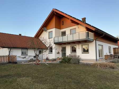 Herrliche, helle DG-Wohnung mit gr. Balkon in idyllischer Lage 10 Fahrminuten nördl. von Mühldorf in Mettenheim (Mühldorf am Inn)