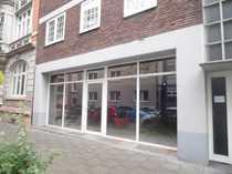Ebenerdige Geschäftsräume mit großer Fensterfront