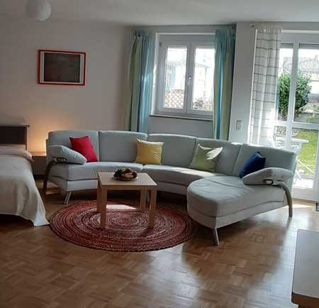 Vollständig renovierte, möblierte, 1-Raum-Wohnung mit Terasse/Garten und EBK in München-Moosach in Moosach
