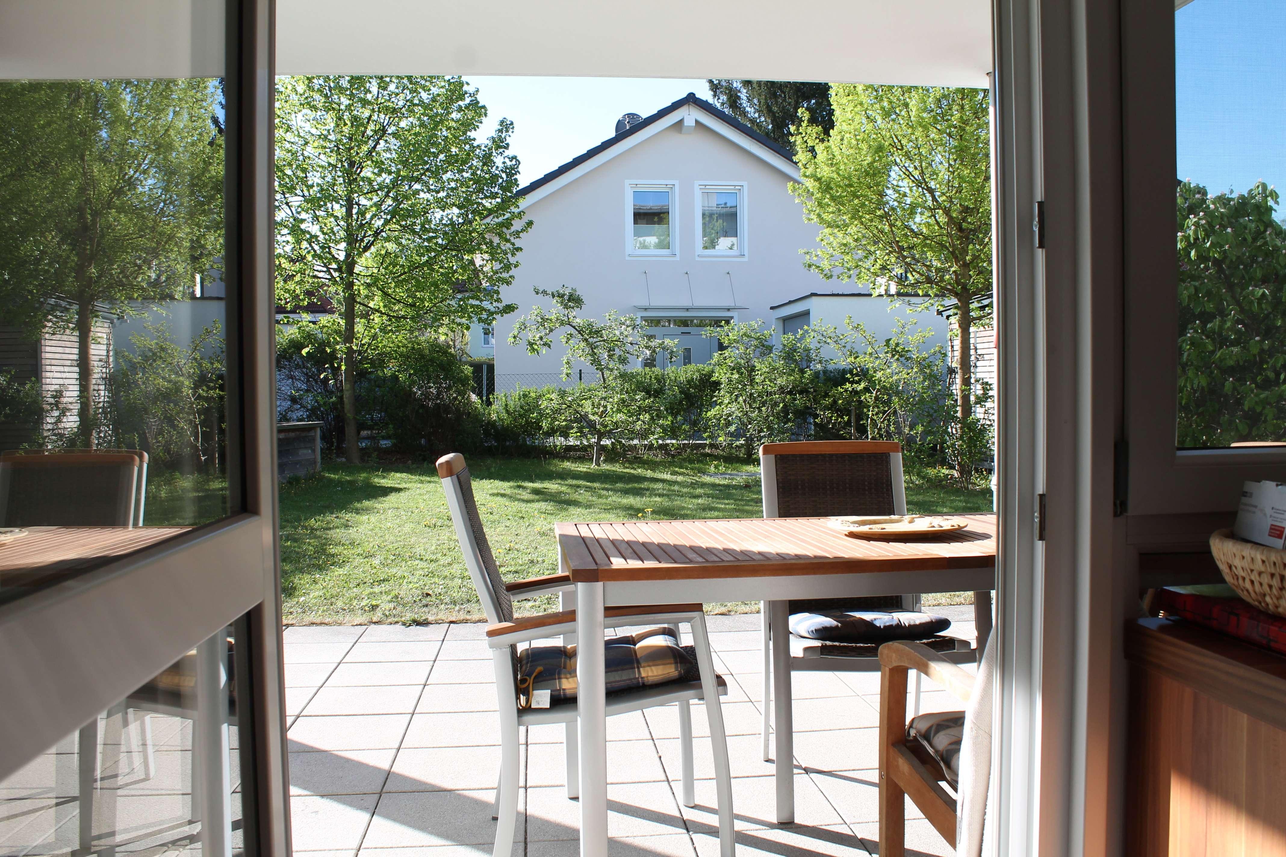 Neuwertige möblierte 5-Zimmer-EG-Wohnung mit Garten in Trudering, München