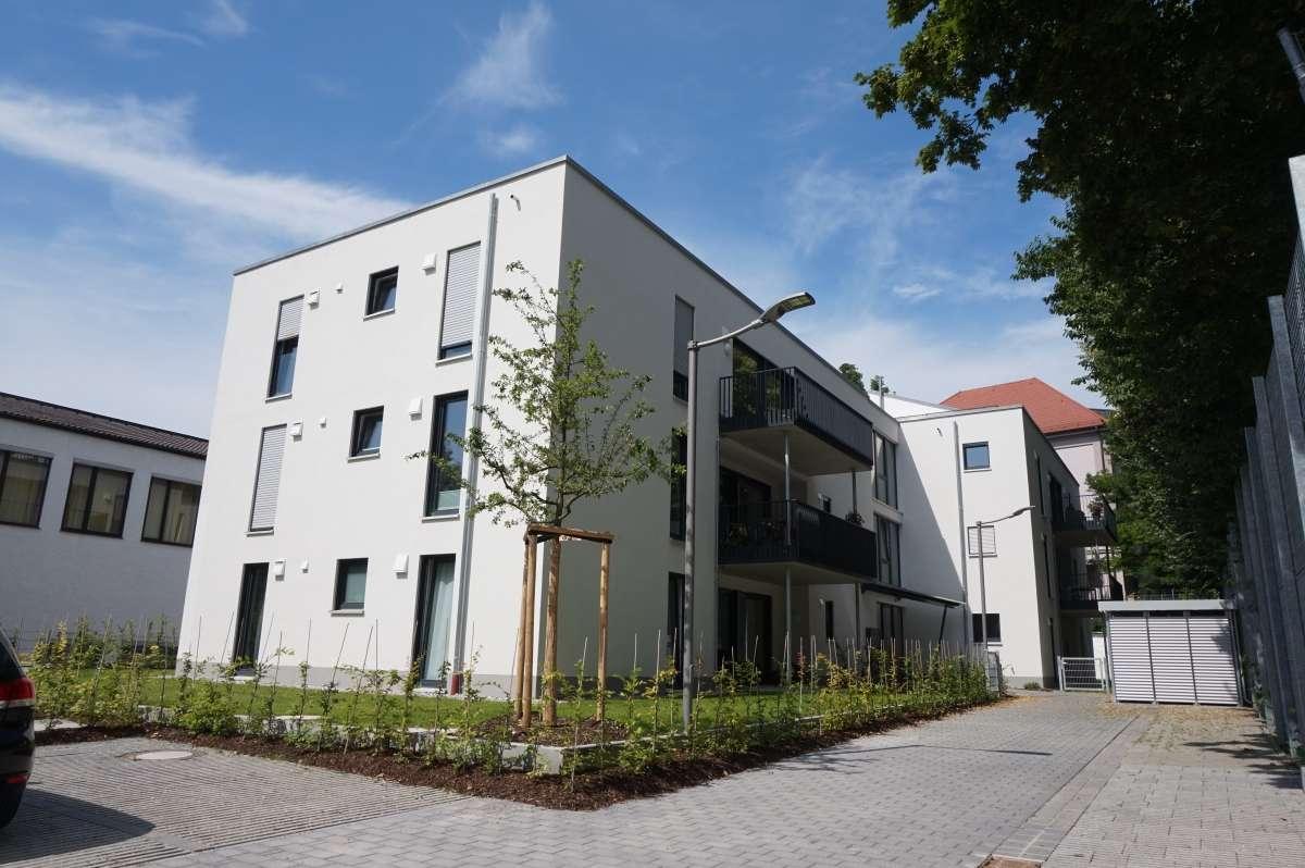 Neu am Markt: Exklusive 4 ZKB-Wohnung mit 66 m² großer Dachterrasse u. Einbauküche in zentraler Lage in Augsburg-Innenstadt