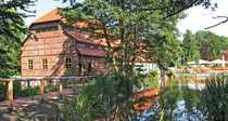 Historische Wassermühle mit Nebengebäude in