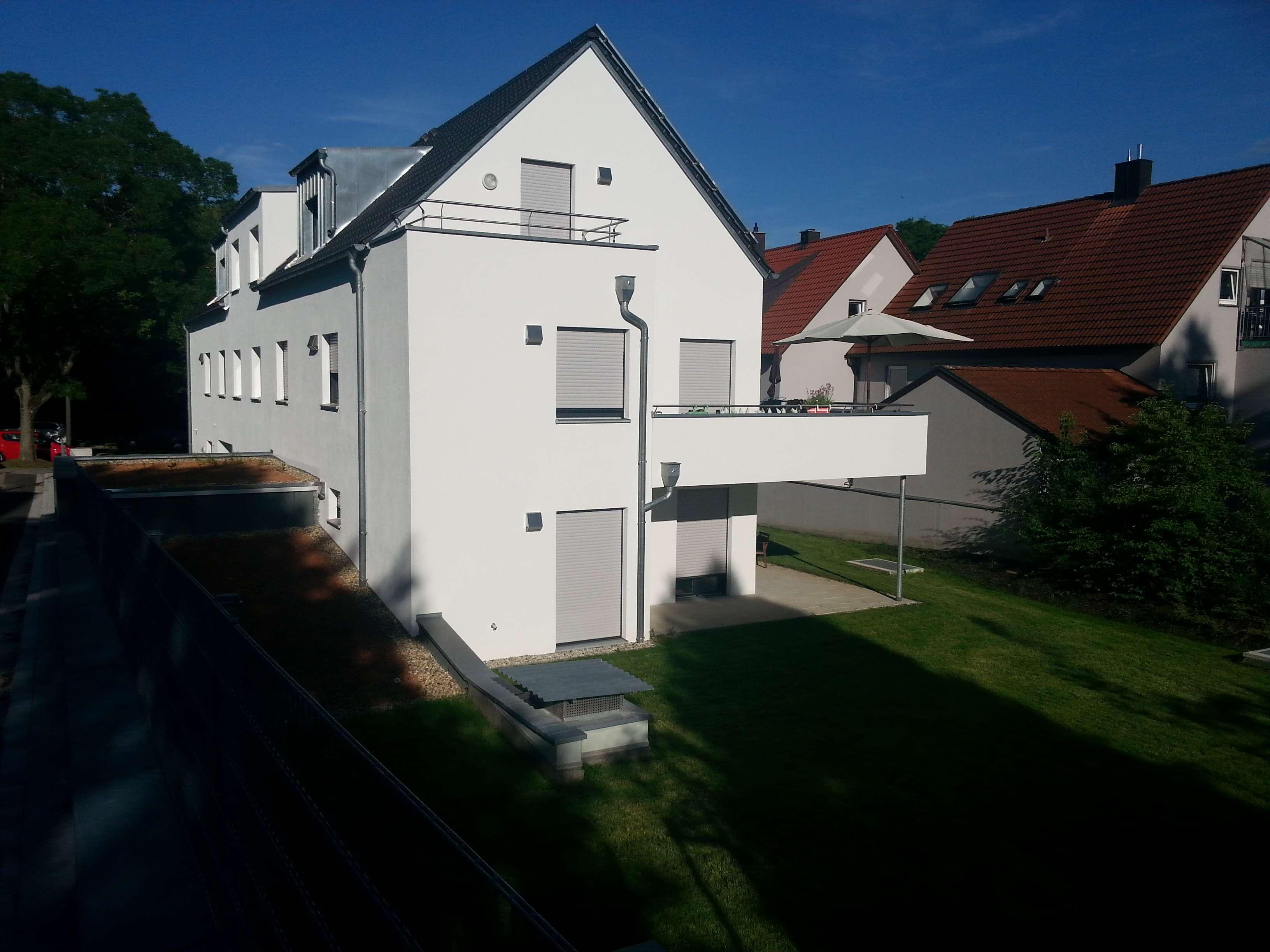 Schöne neuwertige 2-Zimmer-Dachgeschosswohnung mit Balkon in Regensburg, Nähe Universität