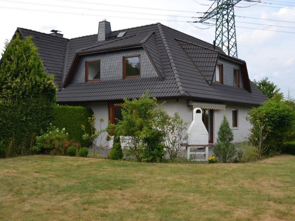 sch nes einfamilienhaus mit 5 zimmern in ruhiger lage von rellingen mit gro em grundst ck. Black Bedroom Furniture Sets. Home Design Ideas
