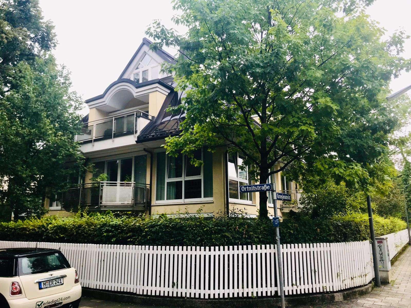 Komplett möblierte Wohnung in Bogenhausen direkt am Herzogpark in Bogenhausen (München)