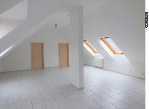 Schicke 3-Zi-Wohnung auf 95m² mit EBK, Tiefgaragen-Stellplatz und tollem Ausblick in guter Lage