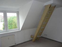 Wohnzimmer, Treppe als Regal