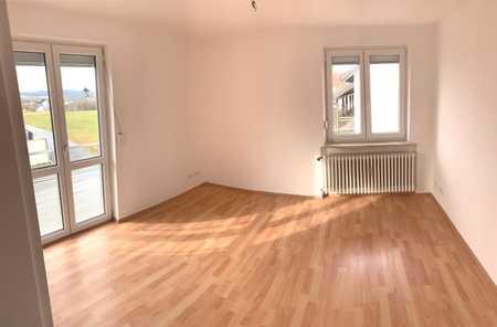 frisch renovierte 2 Zimmer, Küche, Bad ab sofort verfügbar in Hals (Passau)