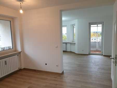 Exklusive, vollständig renovierte 4-Zimmer-Penthouse-Wohnung mit 2 Balkonen in Regensburg in Reinhausen (Regensburg)