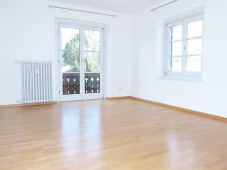 Stilvoll Wohnen: 2-Zimmer-Wohnung mit 2 Balkonen    (bitte lesen Sie den Text bis zum Ende) in Bad Tölz
