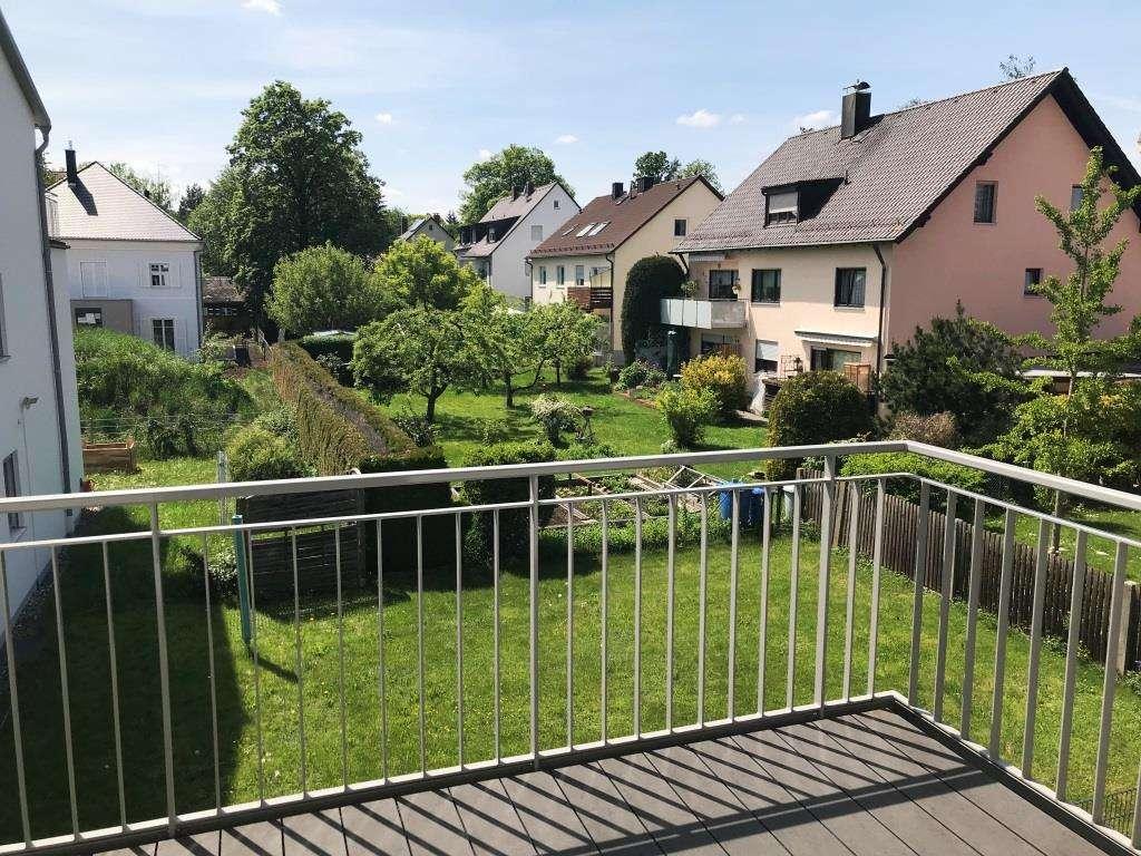 Neuwertige möblierte 3-Zimmer-Wohnung mit Balkon und Tiefgarage Nähe S-Bahn