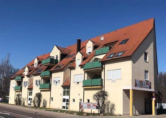 Helle 1 Zimmer DG Wohnung mit Balkon u. separater Einbauküche