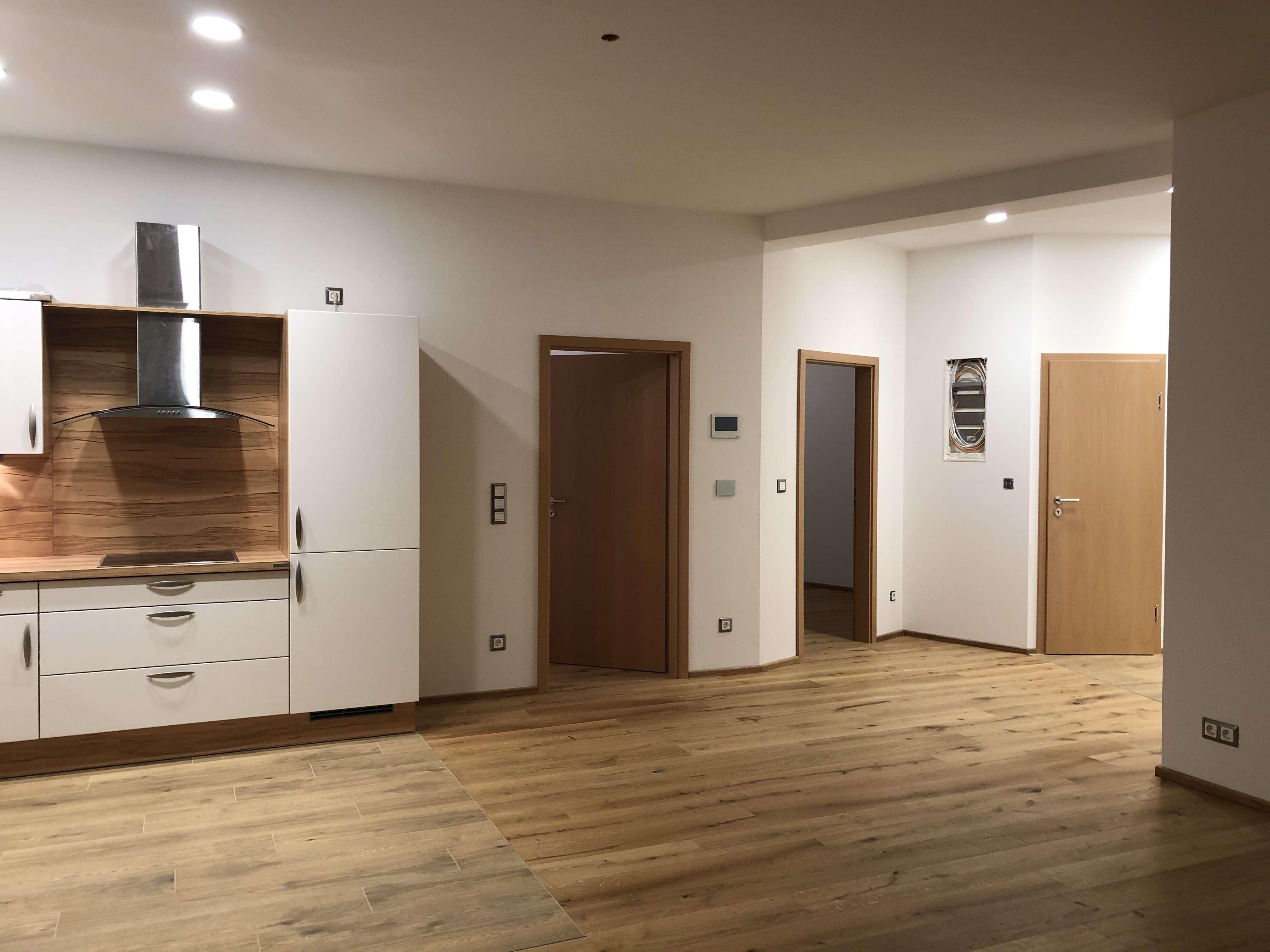 Barierefreier Erstbezug nach Sanierung: freundliche 3-Zimmer-Whng. mit Einbauküche in Feldkirchen-W in