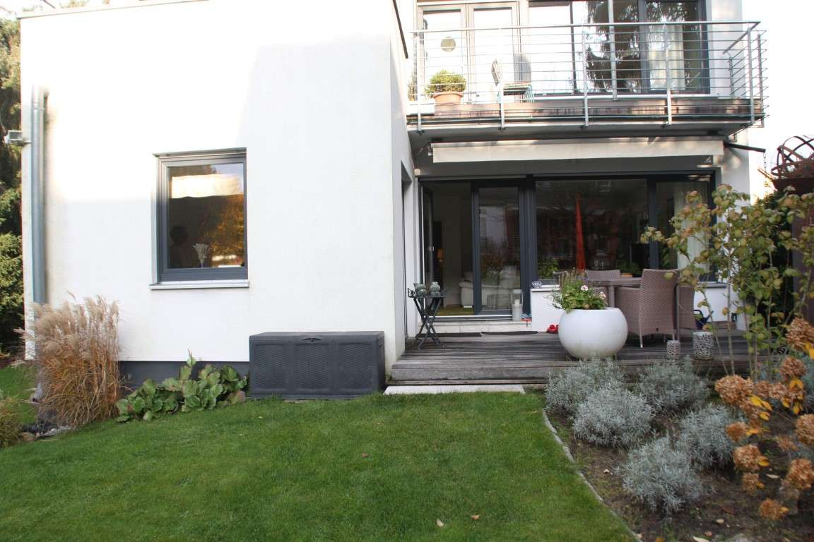 Gepfl. 4 Zi. Whg., top Lage v. Mögeldorf, im EG 115 m² Wfl. mit gr. Garten, Terrasse, Ebk, Garage in Schmausenbuckstraße (Nürnberg)