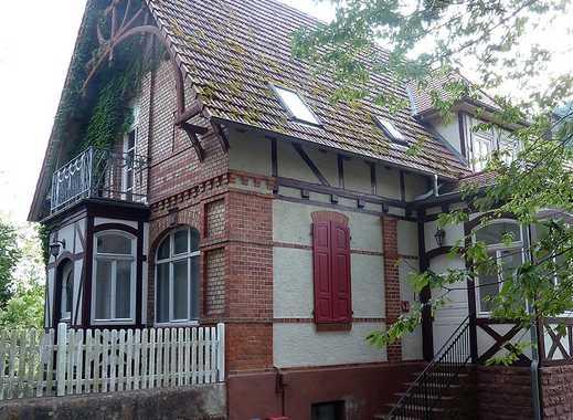 Großzügig mit Stil ... 4-Zimmer-DG-Wohnung mit Balkon & PKW-Stellplatz!