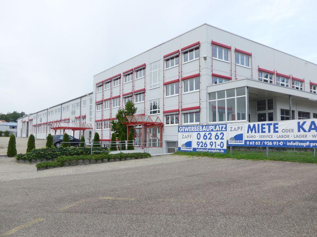 Außenansicht Büro/Halle (West)