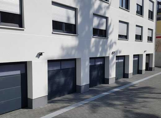 Garage im Innenhof   Zugang mit elektronischen Rolltor
