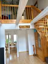 Schöne helle fünf Zimmer-Maisonette-Wohnung in