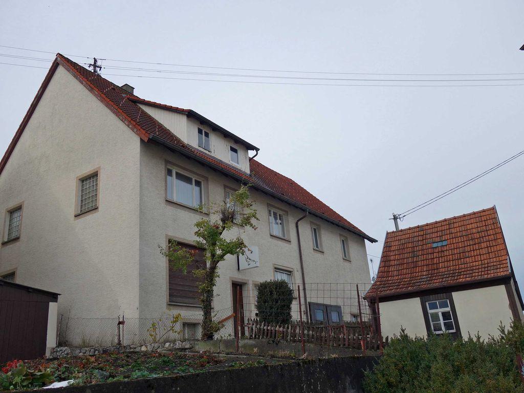 Wohnhaus mit separater Garage