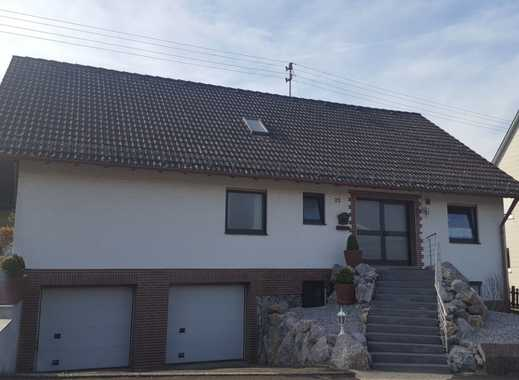 Günstige, gepflegte 4-Zimmer-DG-Wohnung mit Balkon in Zollernalbkreis