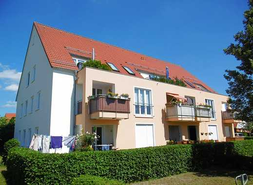 Attraktive 2-Zimmer-Dachgeschoss-Wohnung mit Balkon und Pkw-Stellplatz