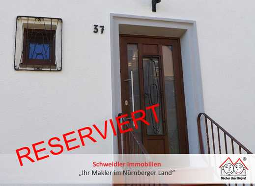 Lage, Lage, Lage: Schick renoviertes Reihenmittelhaus aus den 50ern in Nürnberg-Zerzabelshof