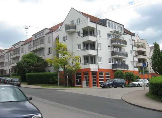 helle 2-Zimmer Wohnung mit Balkon und Parkettboden