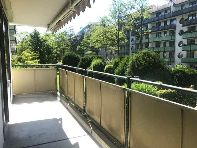 Schöne 3 Zimmer Wng. in parkähnlicher Anlage mit großem Süd Balkon