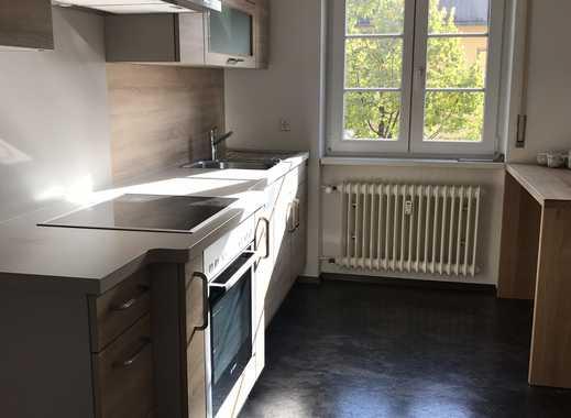 Neuwertige 4-Zimmer-Wohnung mit Balkon und Einbauküche in Ehrenkirchen