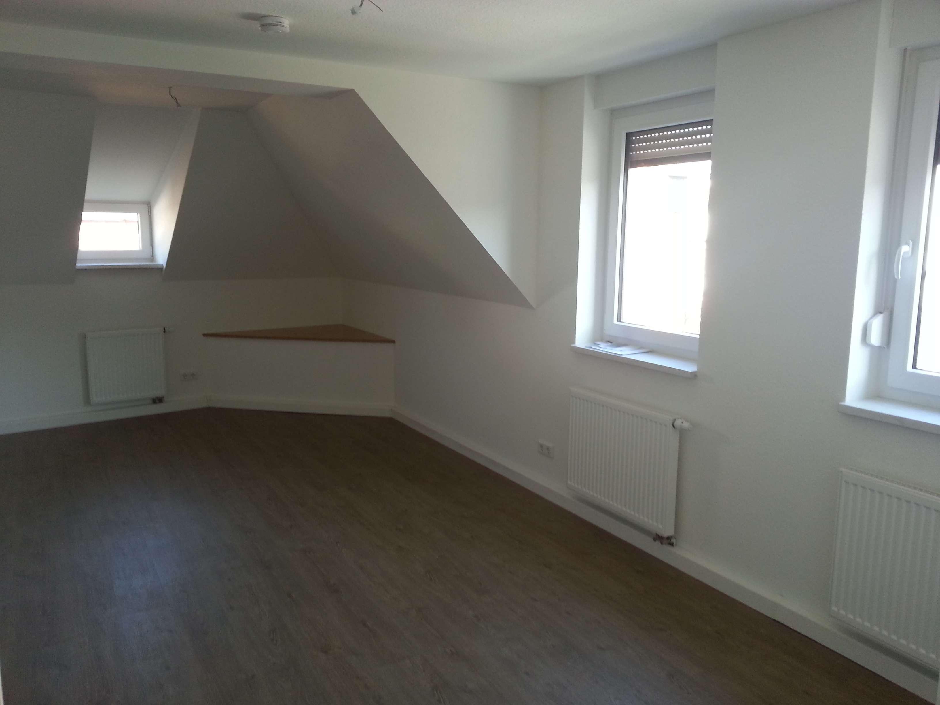 Sehr zentral in Neustadt: neu renovierte 2-Zimmerwohnung im 2.OG, schöne Aussicht, Einbauküche