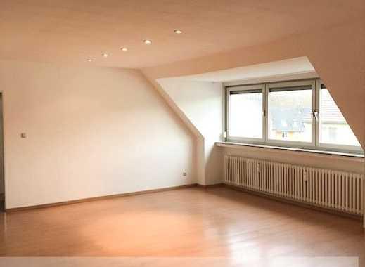 Einzigartige Dachgeschosswohnung mit wenig Schrägen in ruhiger Lage!