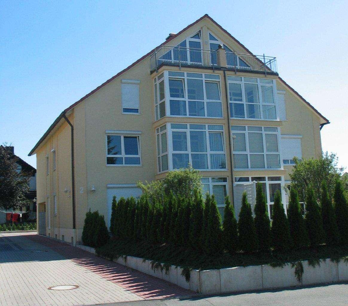 Herzogenaurach, Exkl. 4,5Zi Maisonett-Whg, Studio, Wintergarten, Balkon, Carport+Stellplatz v Privat in