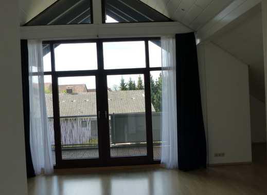 Helle & moderne 3-Zimmer DG-Studio-Wohnung mit Balkon