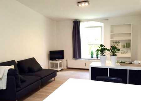 VOLL MÖBLIERT Sehr ruhiges neu renoviertes großzügiges SINGLE-Apartement in Milbertshofen Nähe BMW in Milbertshofen (München)