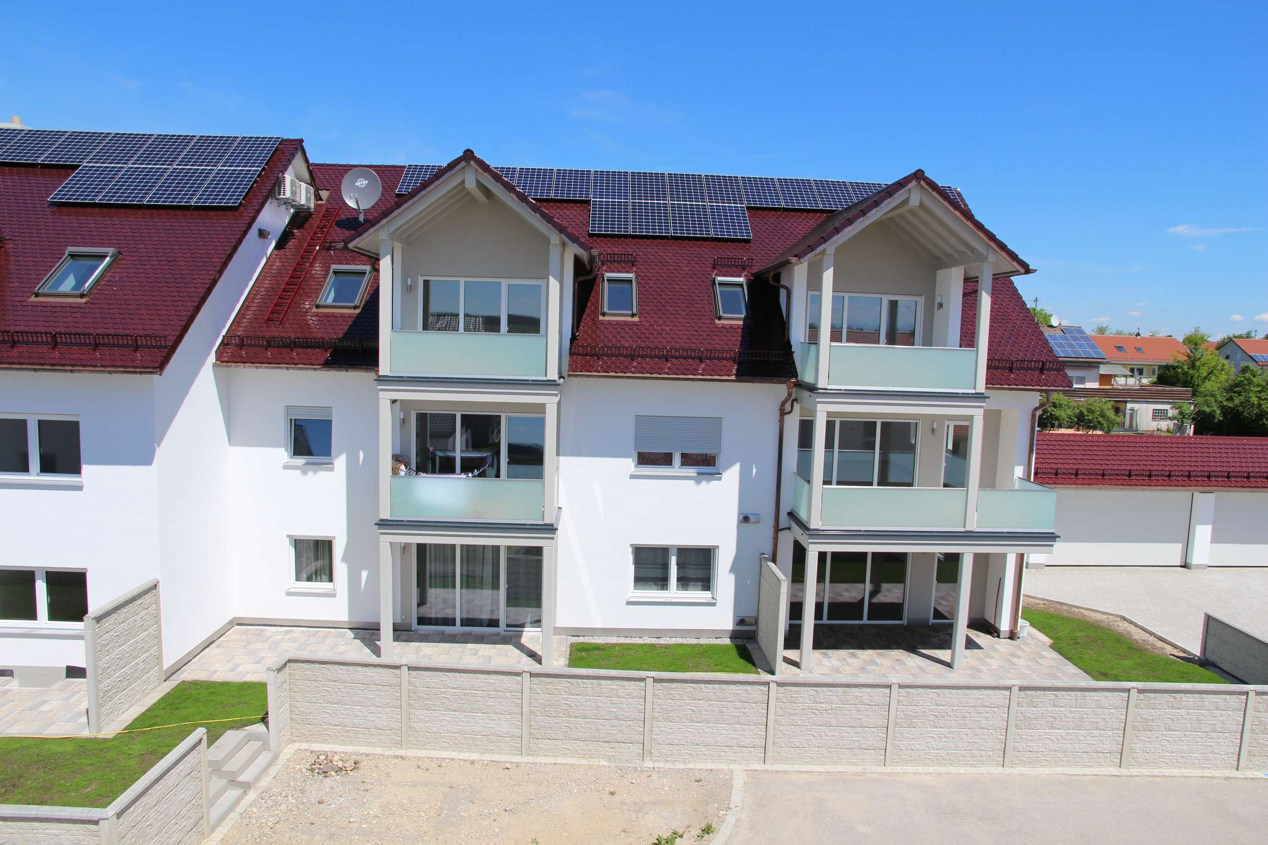 Erstbezug: Gehobene großzügige 3-Zimmer-Wohnung mit Balkon, DG, Süd-Ost, mit Klimaanlage in