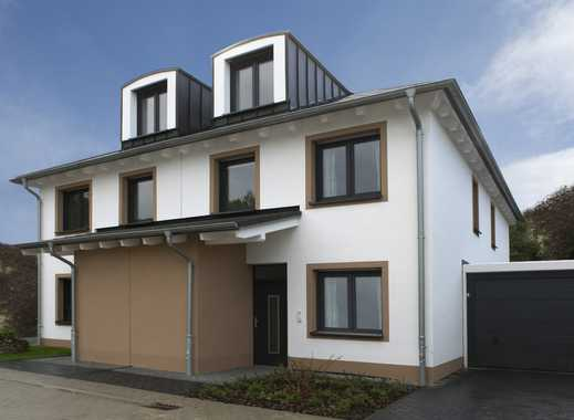 Geräumige Doppelhaushälfte mit gemütlichem Wintergarten - Besichtigung Sonntag von 11-12 Uhr!