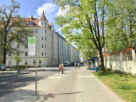 Exklusive, vollständig renovierte u. möblierte 2-Zimmer-Wohnung mit EBK auf 3 Jahre befristet in Haidhausen (München)