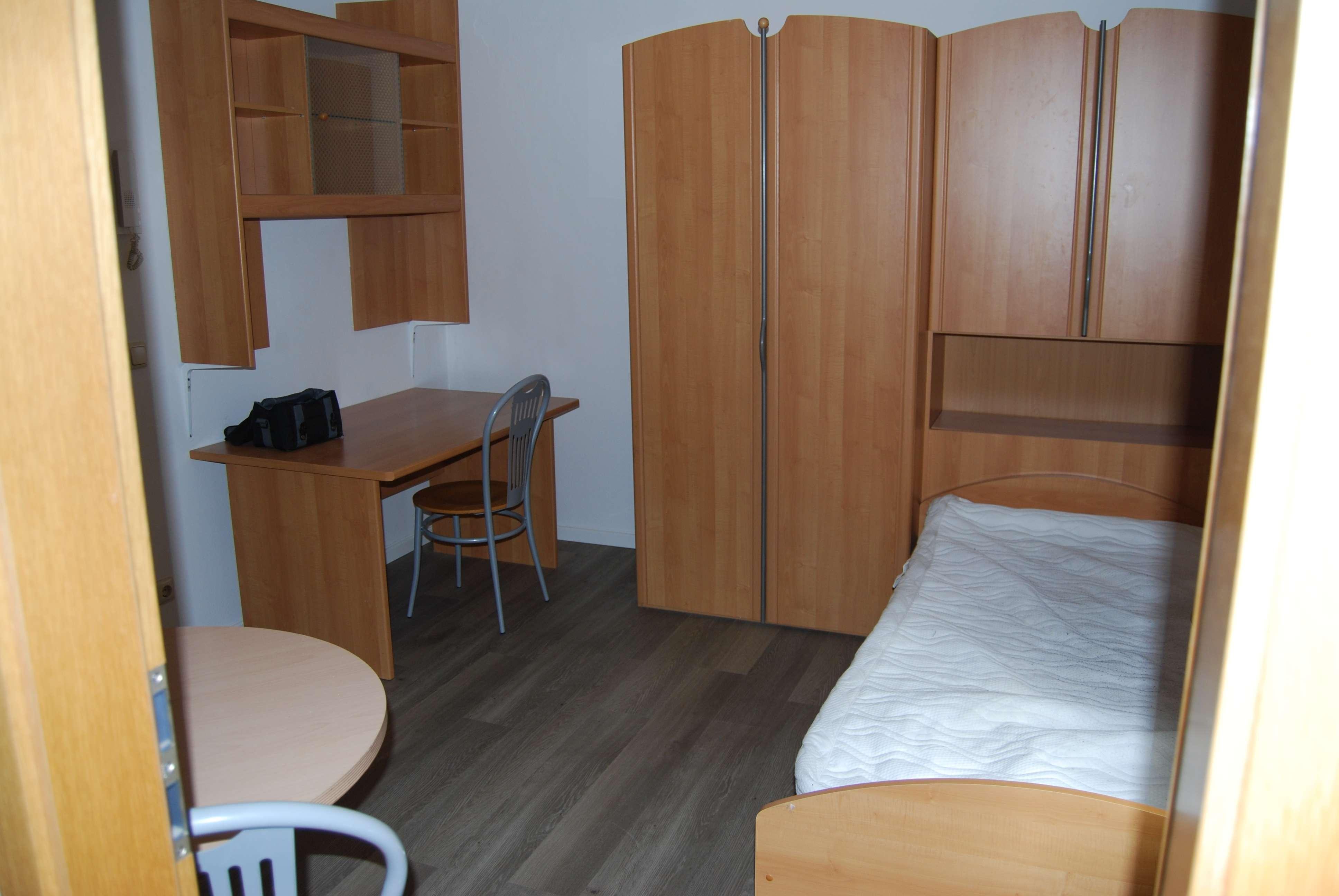Für Studenten, schönes möbliertes 1-Zimmer Apartment !  Anfragen bitte nur per E-Mail